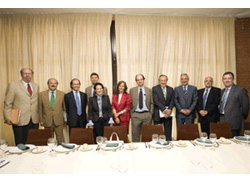Meets with leading industry representatives